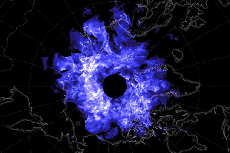 26f165d3f رصد غيوم براقة زرقاء غامضة فوق القطب الشمالي!